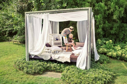 Gum Tree Farm -Bed and kids