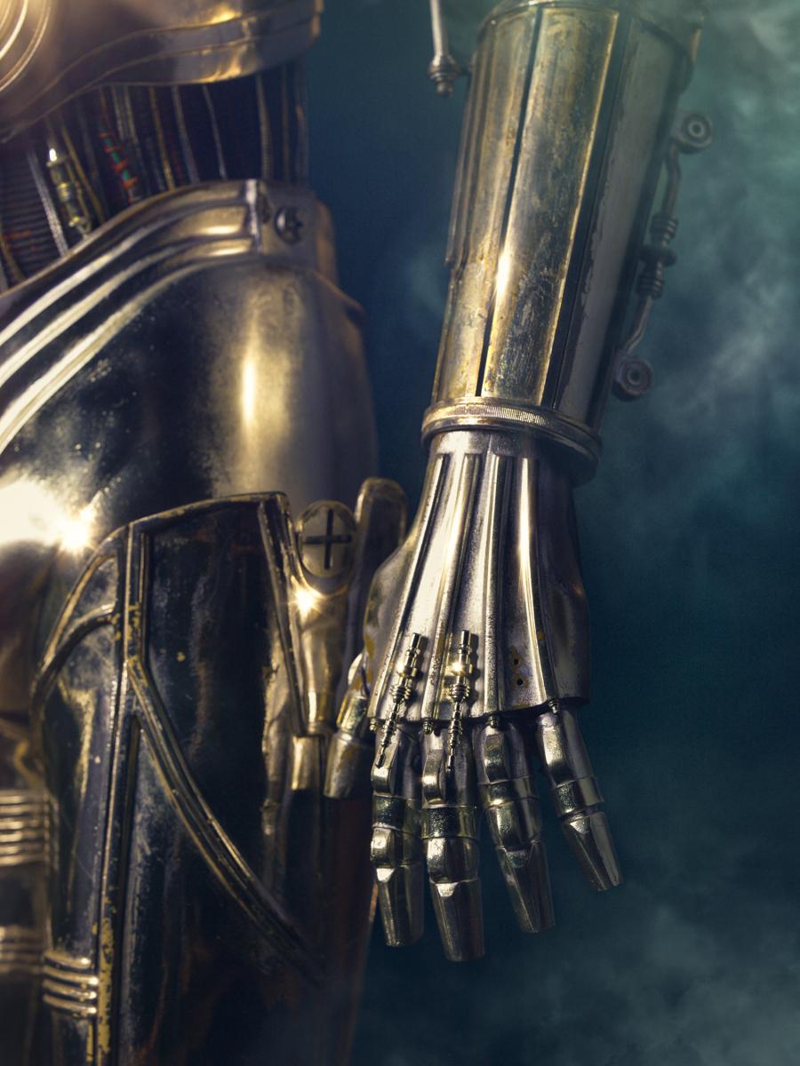 C3PO: Hand Close-Up